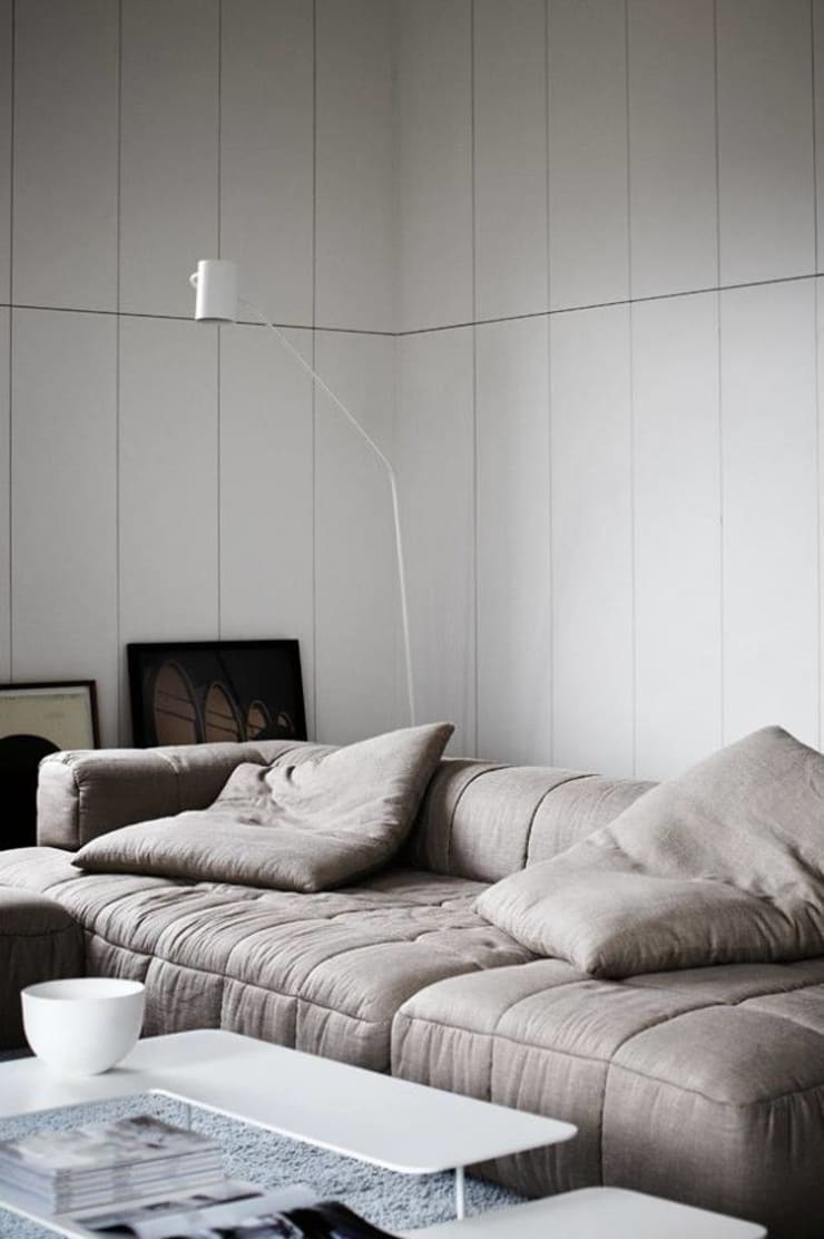 The Modern Minimalist Style:  Living room by Spacio Collections