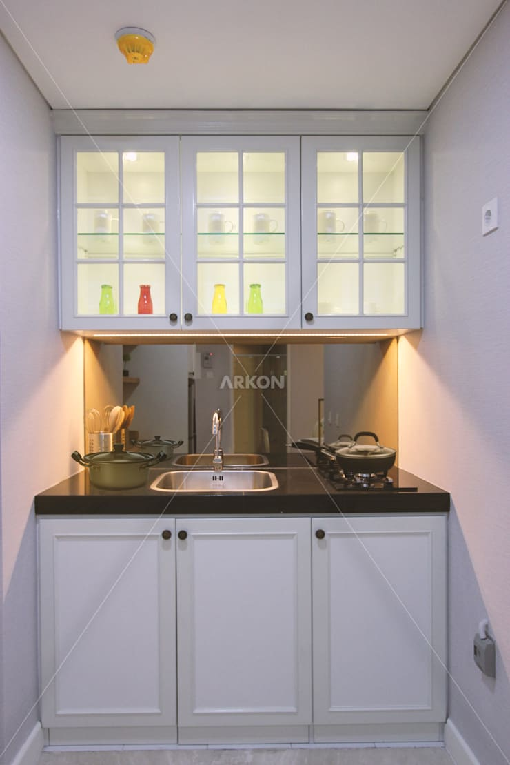 Apartment Landmark Residence, Bandung:  Kitchen by ARKON
