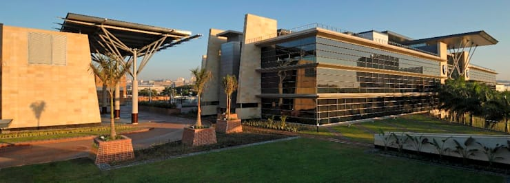 Standard Bank Regional Head Office:  Office buildings by Elphick Proome Architects, Modern