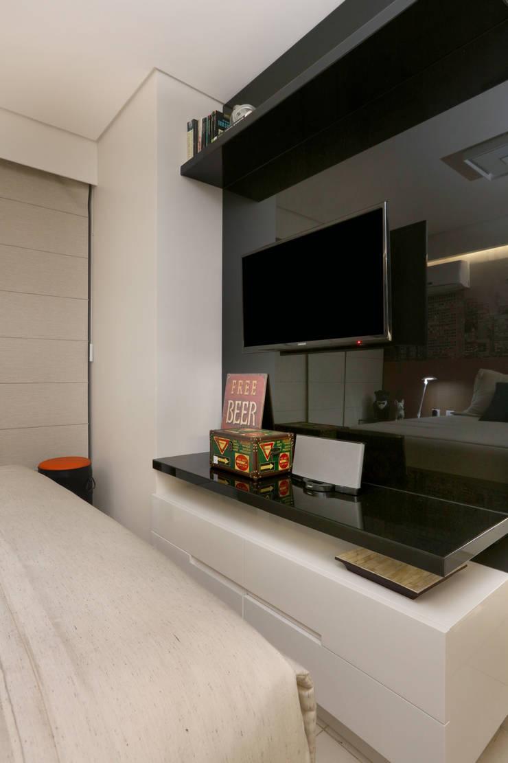Quarto masculino Quartos modernos por Danielle Valente Arquitetura e Interiores Moderno