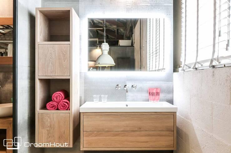 Badkamermeubels:  Badkamer door DroomHout