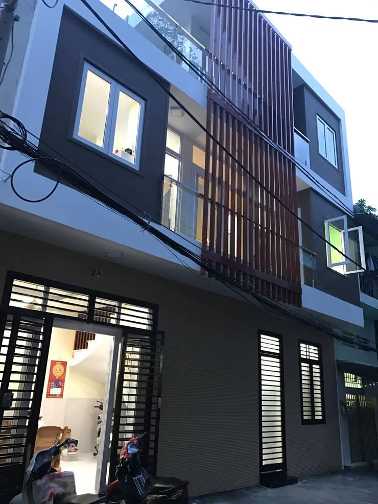 Nhà nhỏ xinh trong hẻm ở Sài Gòn:   by Cty TNHH tư vấn thiết kế Kiến Trúc & Nội thất H.D.N.K