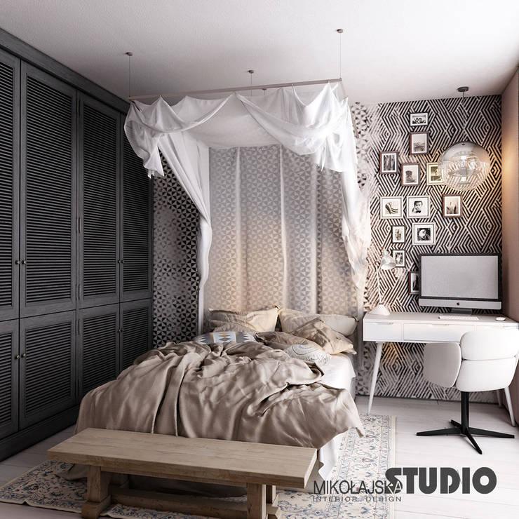 łóżko z baldachimem: styl , w kategorii Sypialnia zaprojektowany przez MIKOŁAJSKAstudio