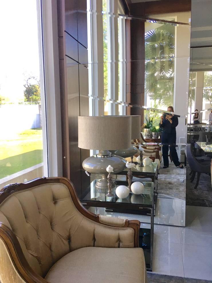 Ruang Keluarga oleh Penha Alba Arquitetura e Interiores, Klasik