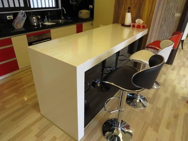 品味溫馨舒適機能性規劃:  廚房 by 登品空間規劃工程有限公司