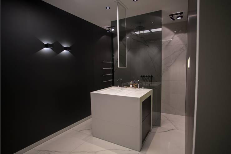 Exclusief wastafeleiland De Eerste Kamer:  Badkamer door De Eerste Kamer, Modern Kunststof
