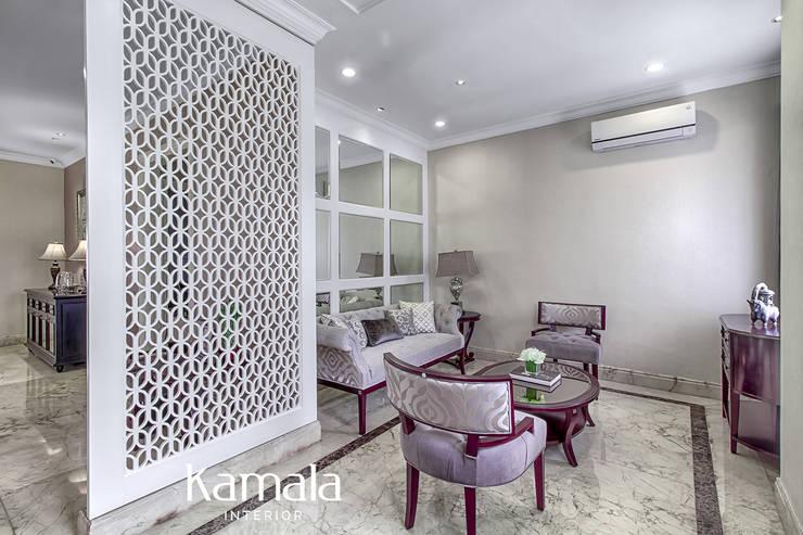 American Classic home:  Ruang Keluarga by Kamala Interior