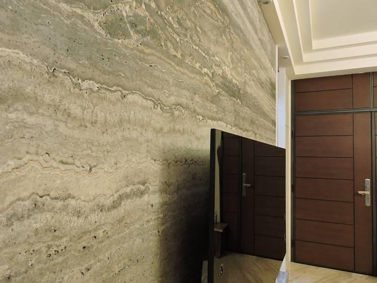 Living room by 登品空間規劃工程有限公司