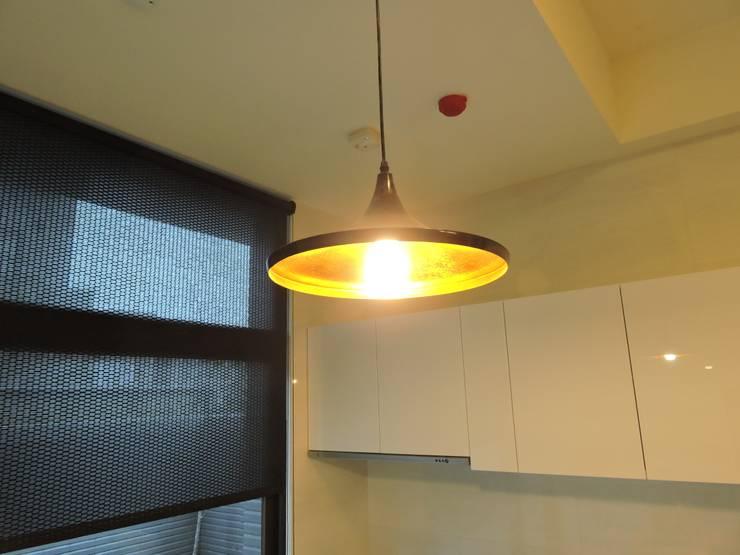 Kitchen by 登品空間規劃工程有限公司