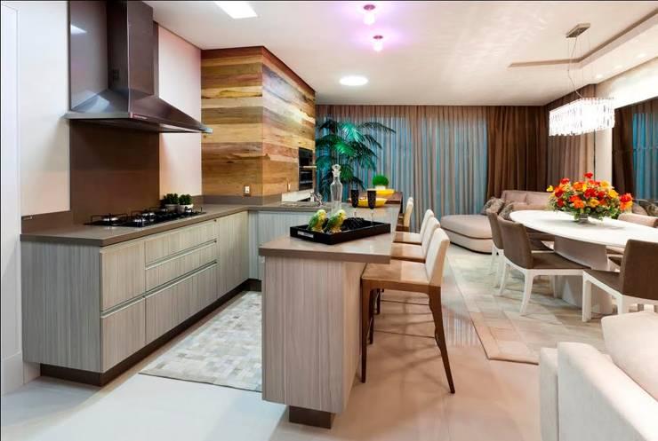 Apartamento en Balneario Camboriu – Brasil: Cocinas de estilo  por MBdesign