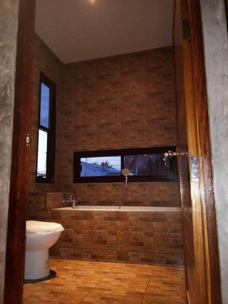 Salle de bains de style  par ช่างณมิตร