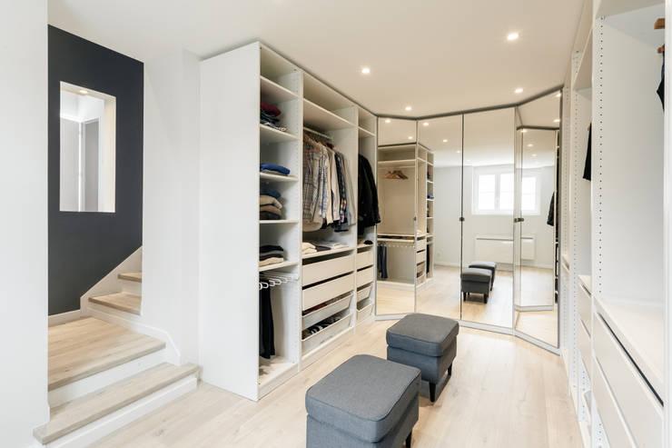 Vestidores y closets de estilo  por MadaM Architecture