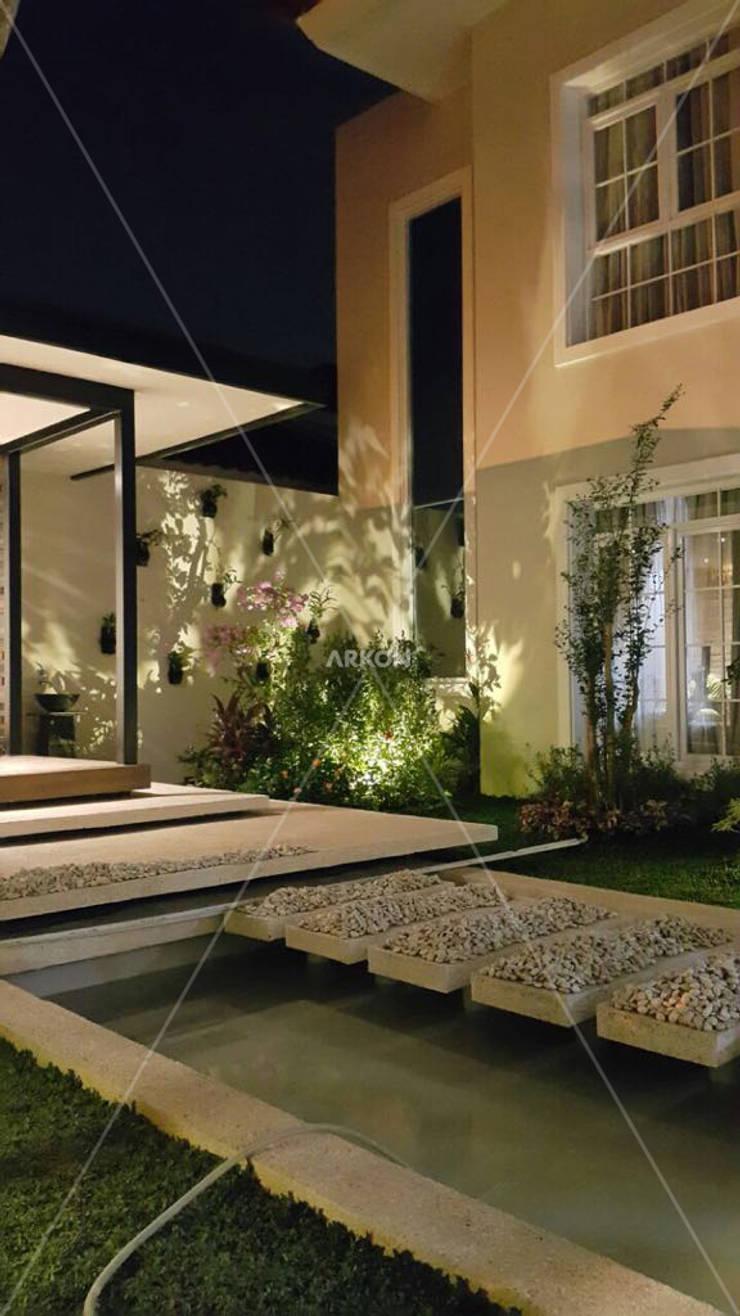 Emerlad Mansion, Lippo Cikarang Bekasi:  Kolam taman by ARKON