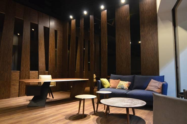 德森家具:  客廳 by 德森傢俱設計