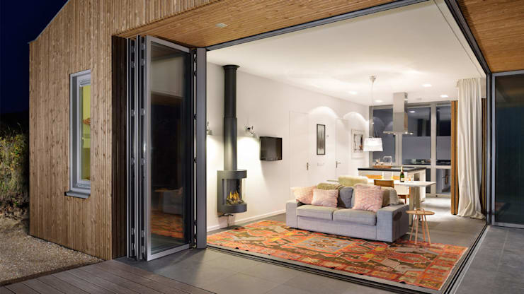 Luxe vakantiehuisje in de duinen van Vlieland:  Woonkamer door BNLA architecten, Minimalistisch