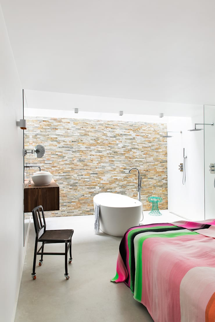 Ruime stadswoning met uitzicht op de grachten:  Badkamer door BNLA architecten, Modern