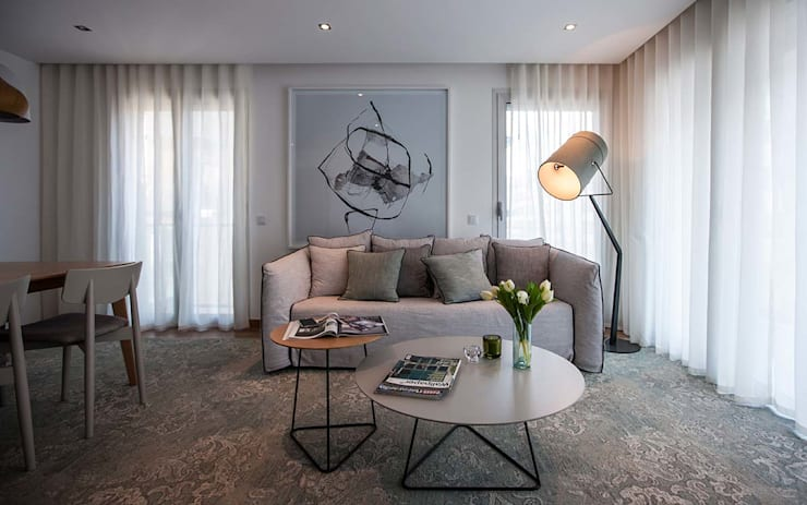 Living room by Tralhão Design Center