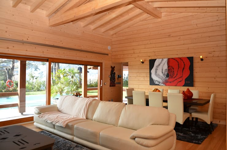 tropical Living room by Rusticasa