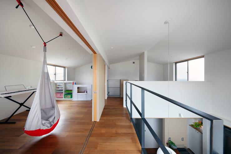 山坂の家: 樋口章建築アトリエが手掛けた子供部屋です。