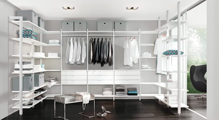 Walk in closet de estilo  por Regalraum UK