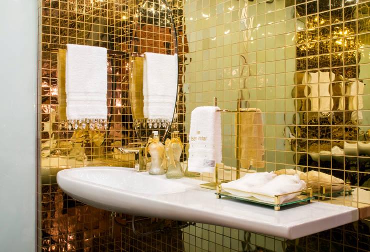 浴室 by arquiteta aclaene de mello