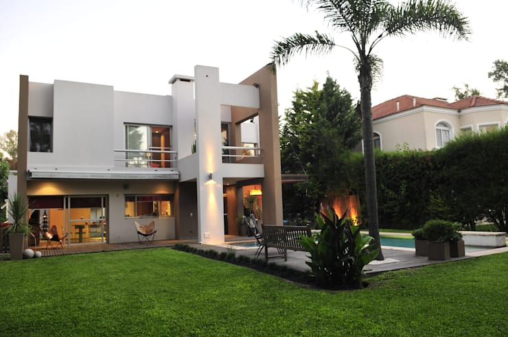 Casa <q>Integración al verde</q>: Casas de estilo  por Estudio Gore,Moderno