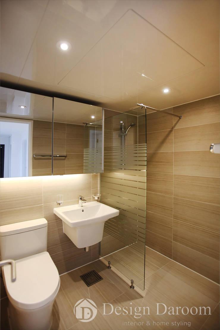 일산 성원3차 아파트 거실욕실: Design Daroom 디자인다룸의  욕실,