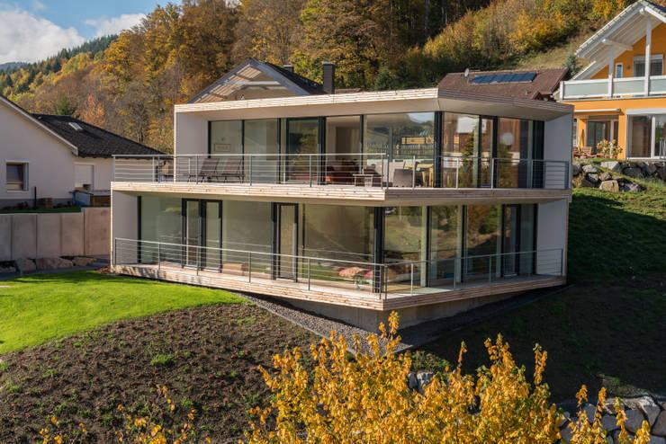 Haus am Hang von schwarzwälder design zieht ein | homify