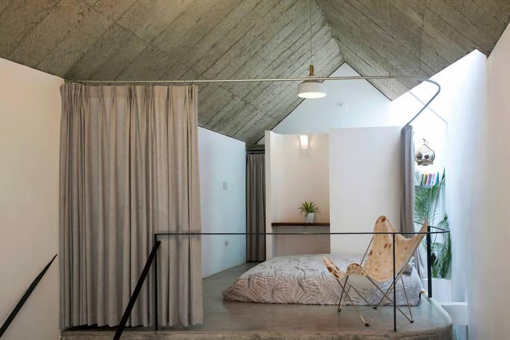 Maison T:  Phòng khách by NGHIA-ARCHITECT