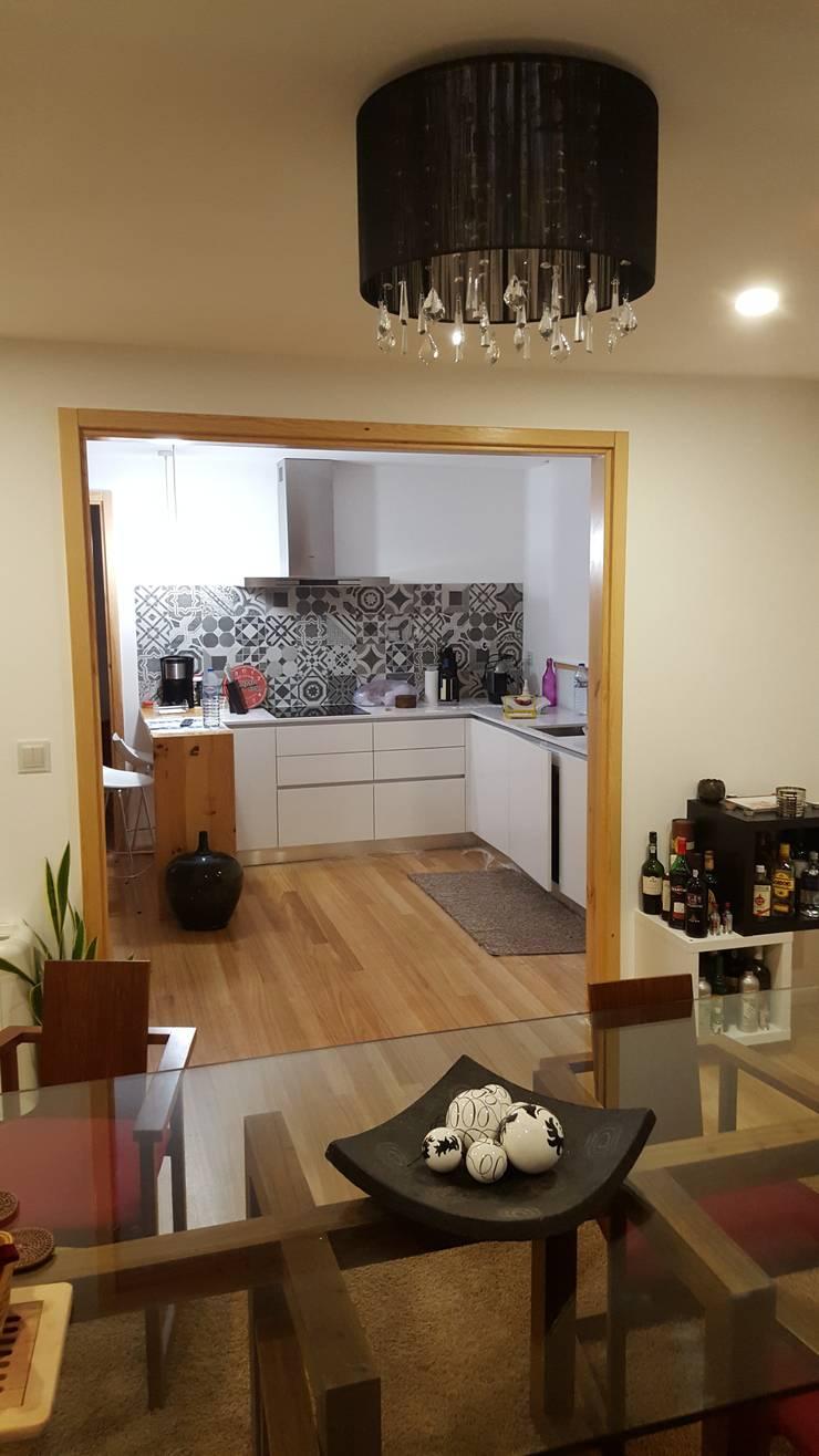 Dapur built in oleh Rusticasa, Modern Kayu Wood effect