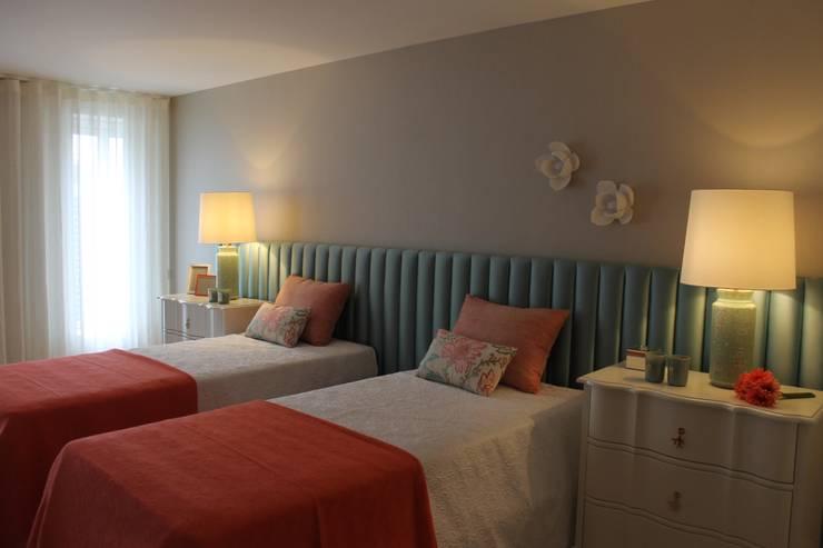 Apartamento na Avenida da Liberdade: Quartos  por Rita Glória interior design