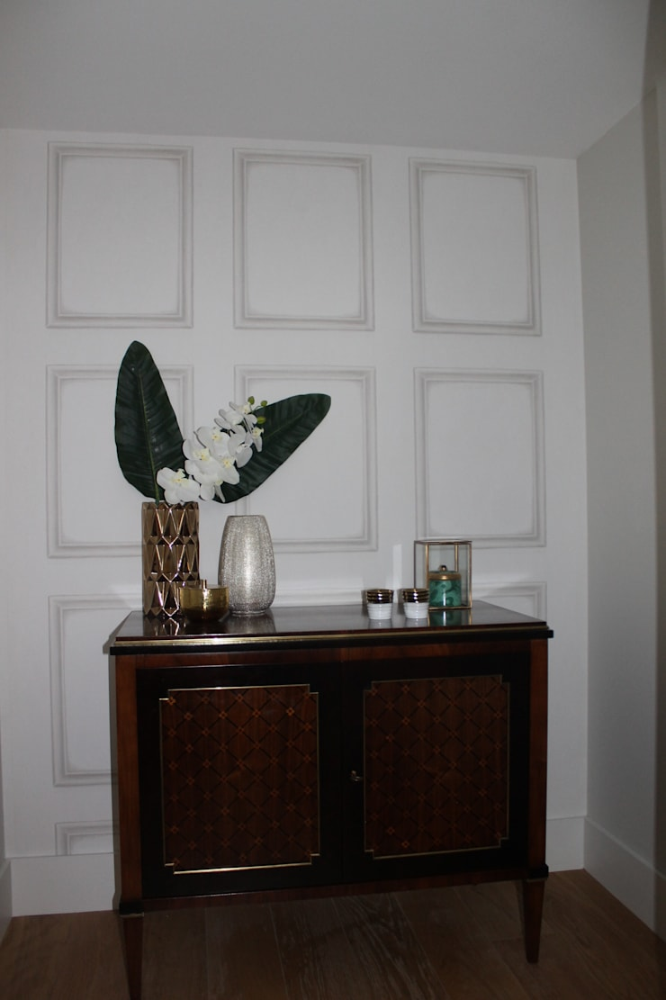 Classic style corridor, hallway and stairs by Rita Glória interior design Classic