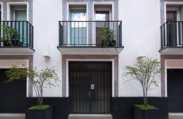 CD8: Casas de estilo moderno por Boué Arquitectos