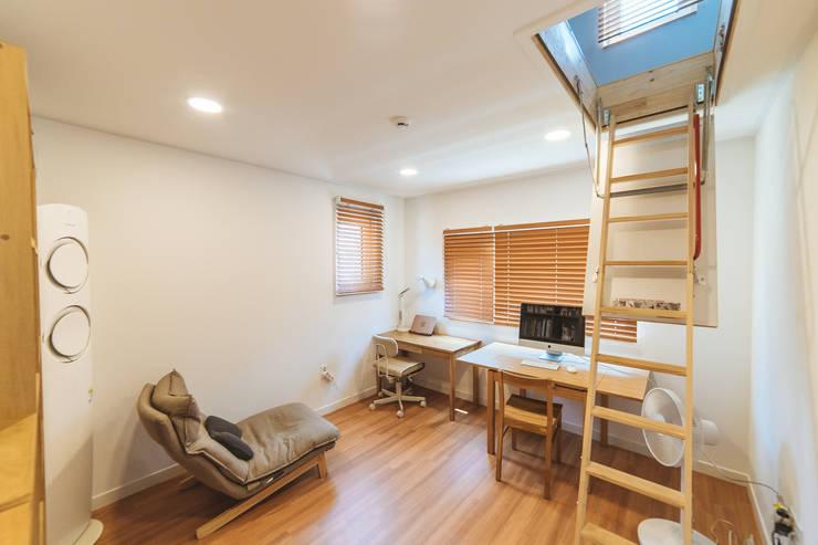 本[bon].집1: AAPA건축사사무소의  침실,모던