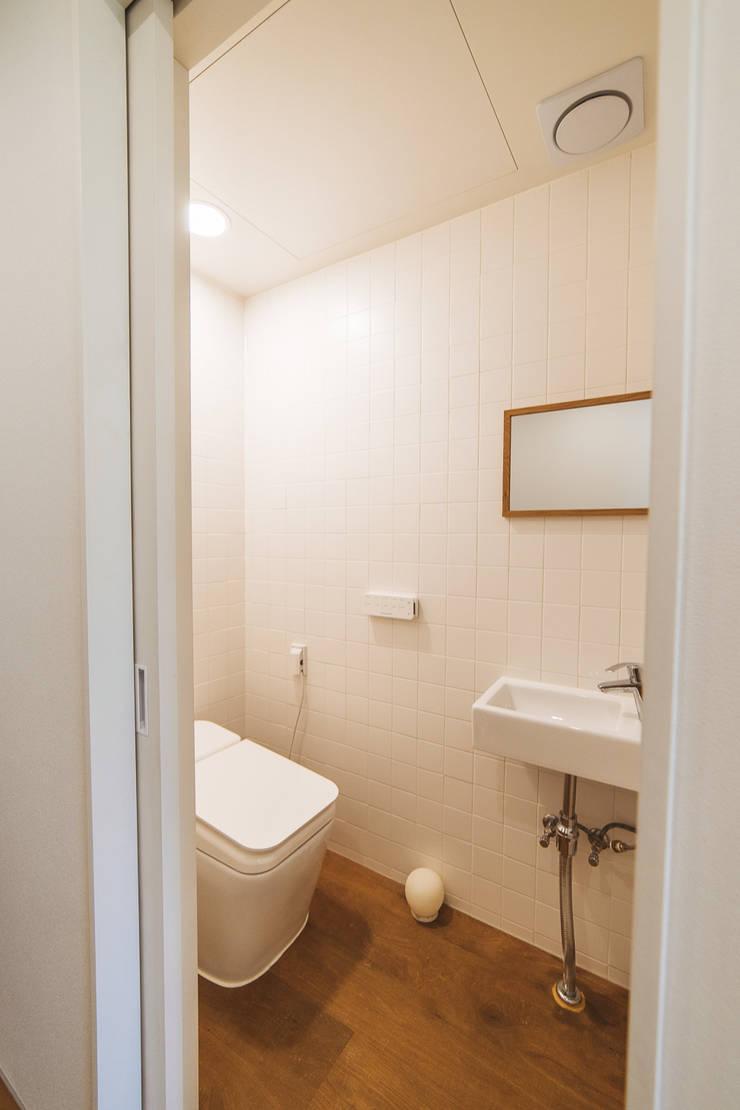 本[bon].집1: AAPA건축사사무소의  욕실