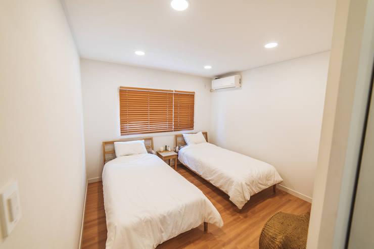 本[bon].집1: AAPA건축사사무소의  침실