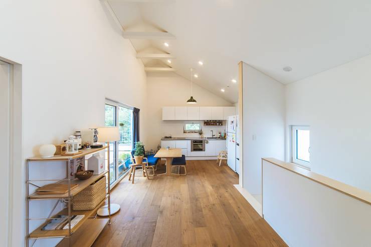 Phòng khách by AAPA건축사사무소
