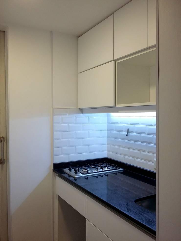 Remodelacion Oficina:  de estilo  por Laura Artola- Diseño de Interiores,