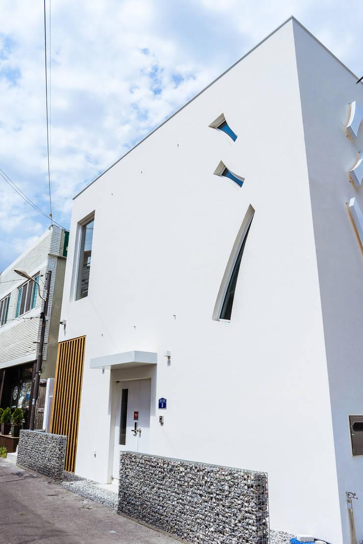 Casas de estilo  por AAPA건축사사무소