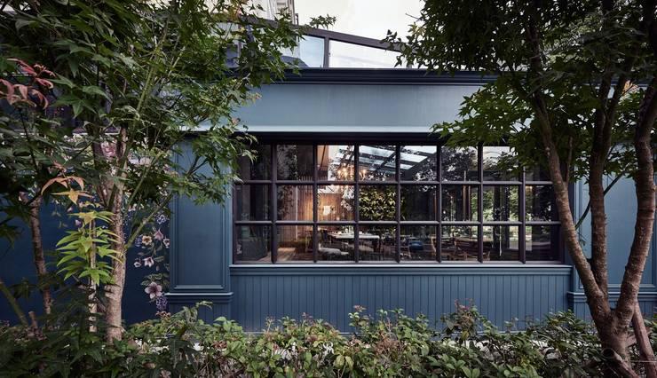 In's Cafe:  窗戶與門 by 理絲室內設計有限公司 Ris Interior Design Co., Ltd.