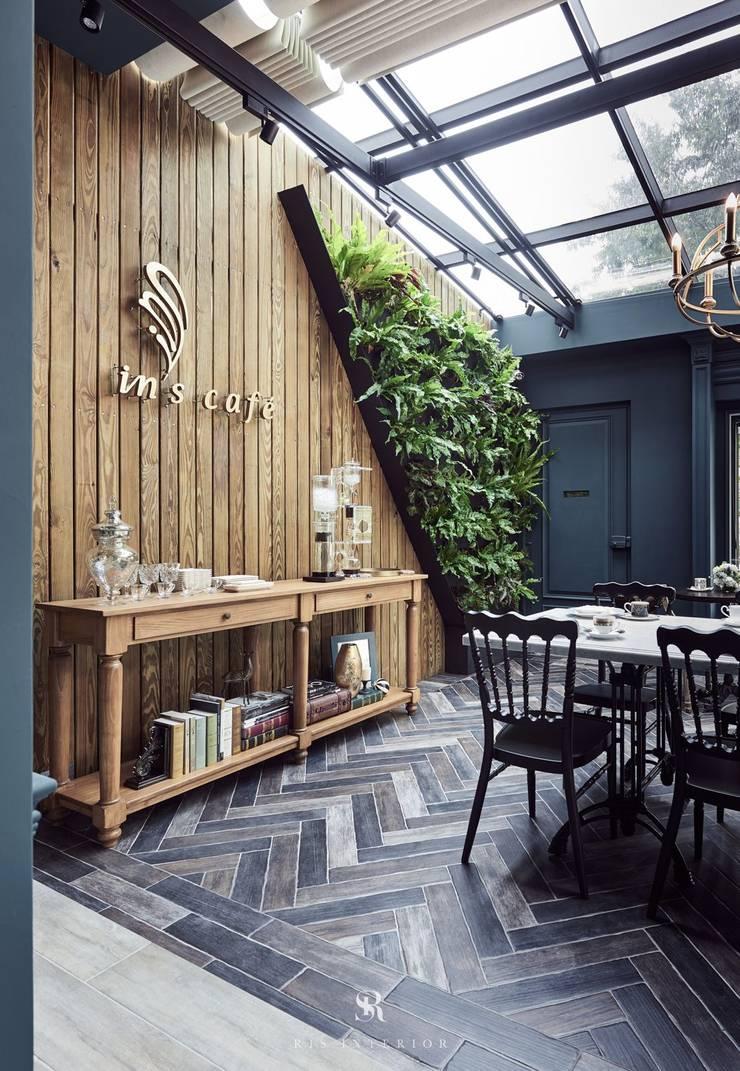 In's Cafe:  牆壁與地板 by 理絲室內設計有限公司 Ris Interior Design Co., Ltd.