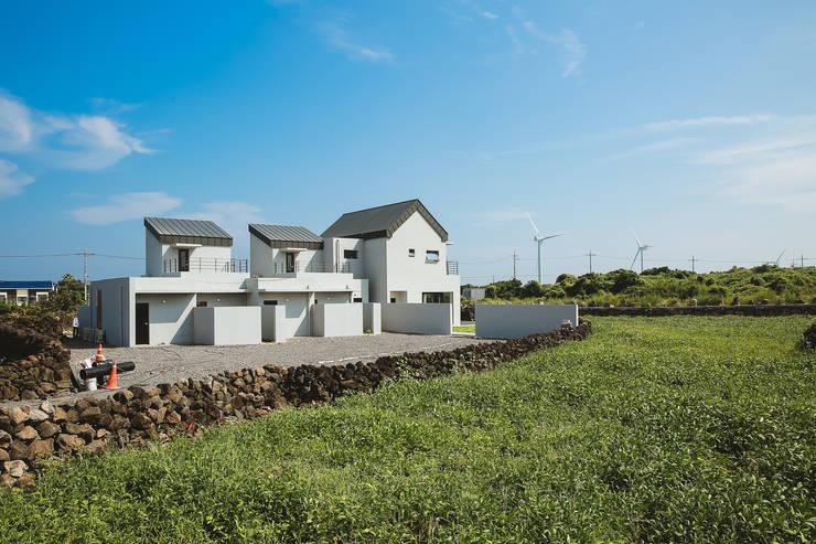MONG_RO (꿈길): AAPA건축사사무소의  주택