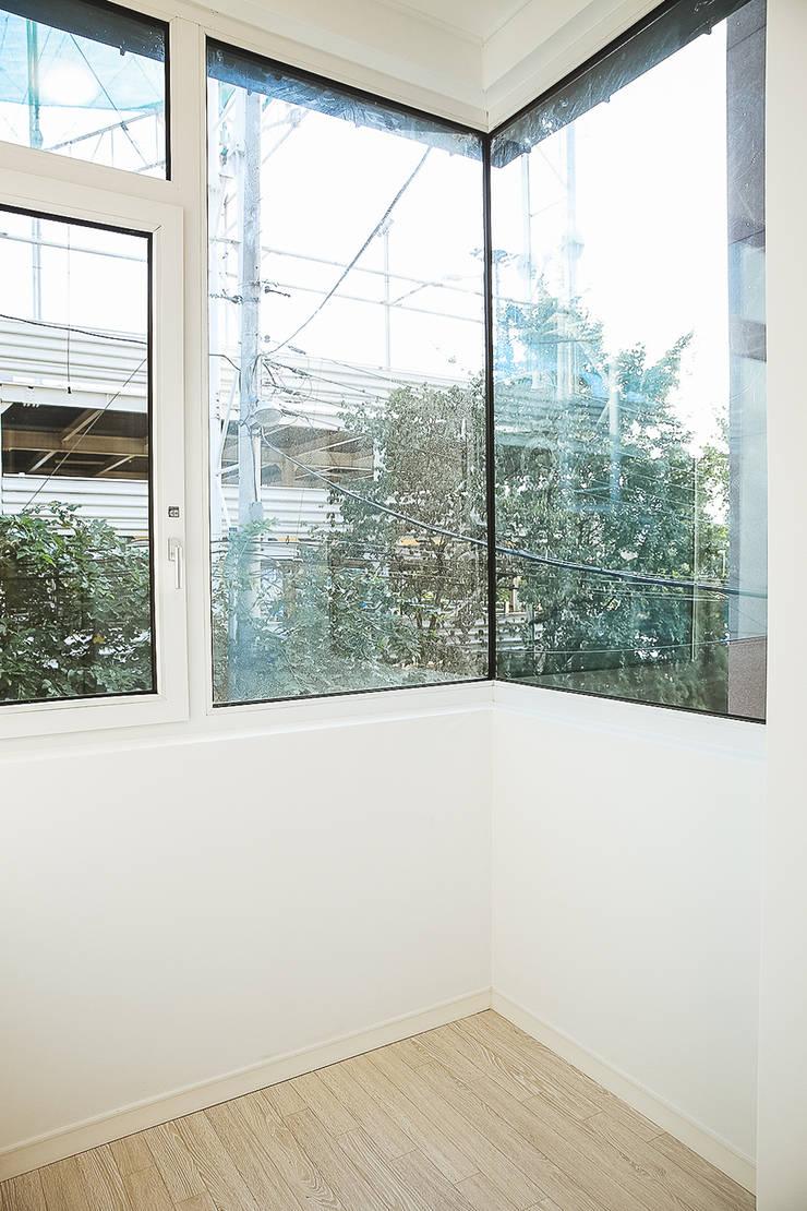 희소헌: AAPA건축사사무소의  창문,모던