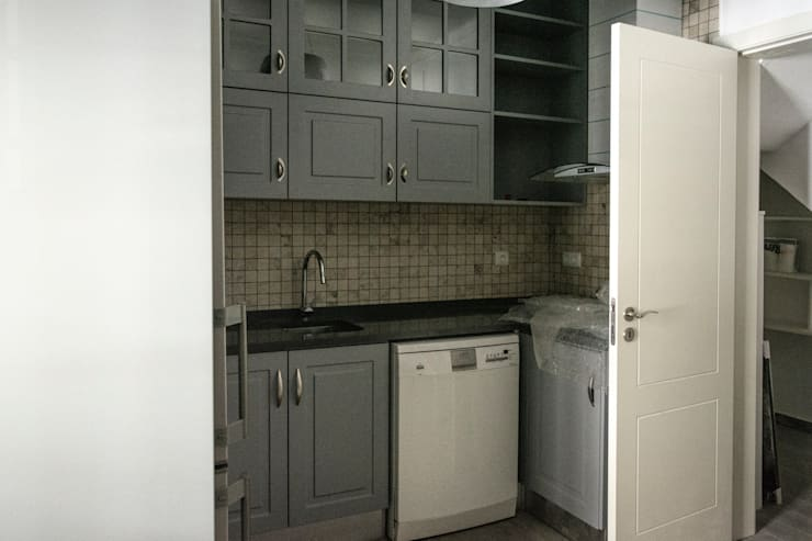 Kitchen units by Grupo Norma
