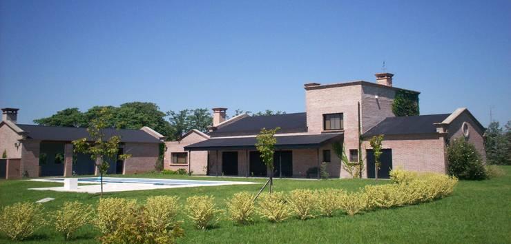 Casa de campo: Casas de estilo  por Marcelo Manzán Arquitecto,