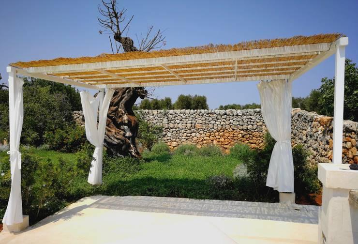 Jardines de estilo mediterraneo por Natura&Architettura