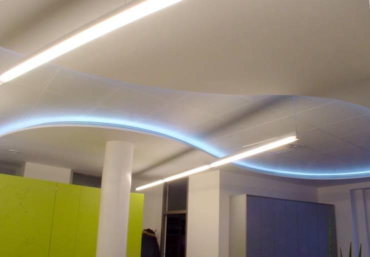 Gipskarton Decke mit beleuchteten Rundungen:  Bürogebäude von Ing. Christian Weißmann Ges.m.b.H.