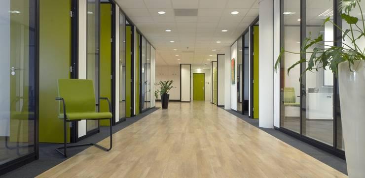 Centrale hal:  Kantoor- & winkelruimten door Studio Nor, Modern