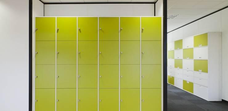 Lockers:  Kantoor- & winkelruimten door Studio Nor, Modern