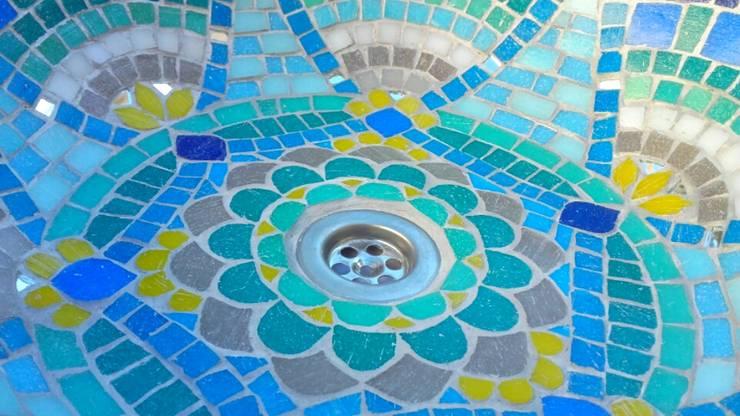 Bachas en mosaico veneciano:  de estilo  por Mosa Y Quito,Ecléctico